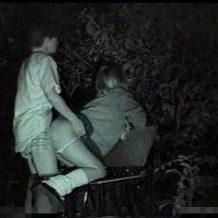 【本物盗撮動画】金がないJKと彼氏のDQNカップル、夜の公園をラブホ代わりにする・・・