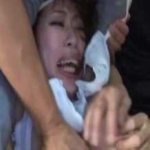 【人妻 レイプ動画】顔やケツを殴打され泣き叫ぶ人妻のマンコを欲望のままに犯し続ける