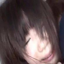 【ロリレイプ動画】ツインテール美女の発育途中のうぶマンコをトイレの中でレイプ
