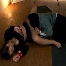【OLレイプ動画】手を縛られたOLが逃げ回るも覆面男に無茶苦茶に犯されまくる鬼畜動画