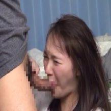 【強姦レイプ動画】無防備に男の部屋に遊びに来た同級生の女に襲いかかり中出しレイプ