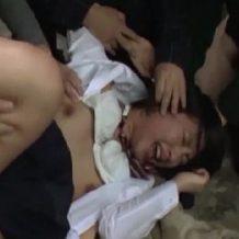 【集団レイプ動画】鬼畜注意!顔を踏みつけられ無茶苦茶に変態男たちにレイプされるJK・・・