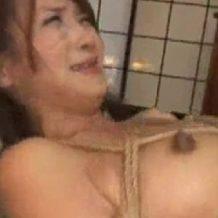 【人妻レイプ動画】「お願いやめてぇぇ」亀甲縛りされた熟女が泣きじゃくりながらレイプされる