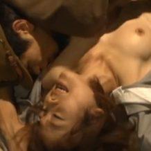 【レイプ動画】刑務所に入っている女がクソ監守に犯されながらも涙流して無罪主張する!