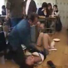 【JK レイプ動画】授業中に教師仲間が生意気な女子校生を罵倒して凌辱するお仕置き輪姦!