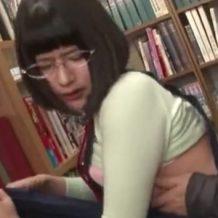 【ロリレイプ動画】図書館で働いてる真面目そうな女の子を隠れて強姦する変態おやじ!