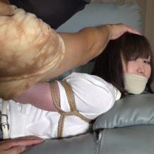 【人妻レイプ動画】家庭内に侵入した強盗犯がが巨乳の若妻を縛り上げ身動きが取れない様し体を触りまくり。