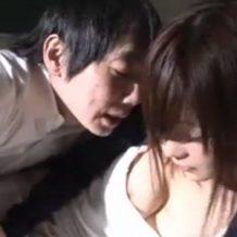 【脅迫レイプ動画】学校の倉庫で巨乳でエロい女教師に暴走した変態生徒がマットの上で強姦!