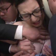 【OLレイプ動画】偉そうにしてる女性上司をエレベータ内で集団レイプする鬼畜な部下ww