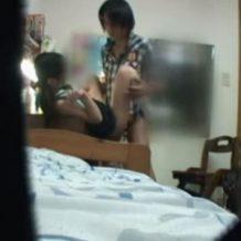 【盗撮レイプ動画】娘の部屋に隠しカメラを設置したらロリコン家庭教師の悪態が映っていた!