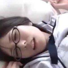 【ロリレイプ動画】真面目なメガネしたJK少女が同級生に無理矢理犯されイっちゃうw