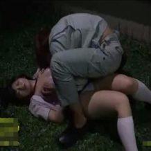 【リアルレイプ動画】暗闇で女子校生に襲いかかる作業員...脅迫しながら乱暴な青姦