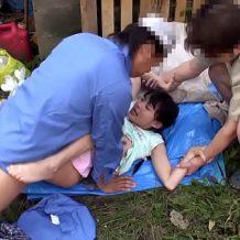 【ガチレイプ動画】怪しいおじさん2人組に捕まったロリ少女がれ容赦なく野外強姦を受ける!