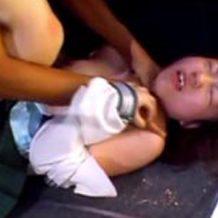 【無修正レイプ動画】これはやり過ぎでしょ...首絞め暴行で号泣しながら強姦されるリアル映像...