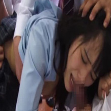 【レイプ体験談】学校の先輩に無理やり強姦されハメ撮りされた写真が教室に・・・