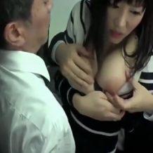 【痴漢レイプ動画】巨乳のお姉さんがバス内で襲われパンツを脱がされ強姦される!