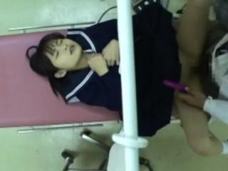 【ロリレイプ動画】悪徳産婦人科医の盗撮映像流出!問診に来たJKを診察台の上で犯してしまう・・・