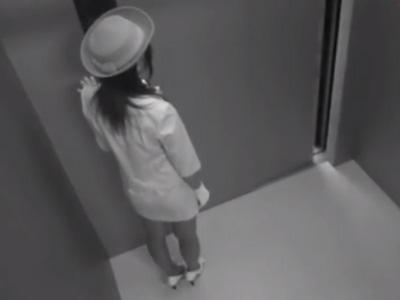 【レイプ動画】美人なエレベーターガールを密室で強制イラマチオで犯しまくる!