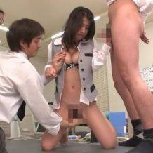 【無修正レイプ動画】先輩社員たちの肉便器にされる新人OL!仕事中に電マ責めされお漏らしアクメ・・・