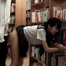 【ロリレイプ動画】図書室で本を探す大人しいJKをDQN野郎がガチ強姦・・・