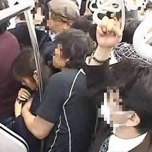 【JCレイプ】満員電車で中学生ぽい少女を痴漢!パンツを脱がして強引にチ○ポをブチ込む!