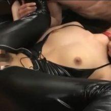 【集団レイプ動画】キチガイ数人の性奴隷にされた美女!肉棒5本で3穴同時中出し輪姦……