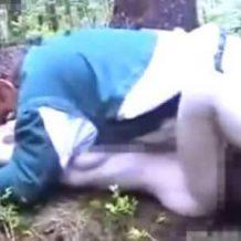 【無修正】誰もいない森の中で泣き叫ぶ少女を種付けプレスで犯しまくる強姦魔の犯行映像・・・