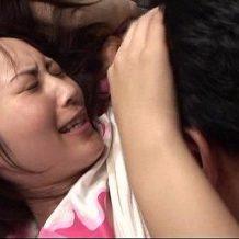 【無修正】JCの娘が無防備にパンチラしながら寝ている姿に勃起した父親が襲いかかり近親相姦