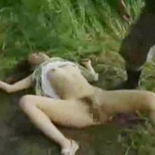 【レイプ動画】田舎の山奥で美女を拉致って前戯なしで無理矢理挿入・・・
