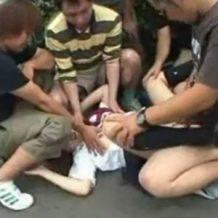 【集団レイプ動画】路上で5人がかりでJK1人を犯し精子ぶっかけてヤリ捨て!