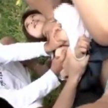 【野外 レイプ】DQN少年達が発育したJKのカラダを乱暴に扱い泣き叫ぶ声を押さえつける!