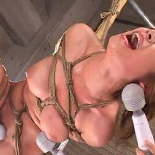 【拷問レイプ動画】拘束された美女が無数のバイブと電マでイキ地獄を味わされる凌辱プレイ!