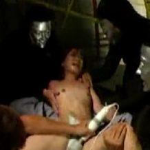 【ロリレイプ動画】JSのような幼児体系の少女が監禁され号泣しながら鬼畜集団に犯される
