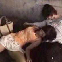 【昏睡レイプ動画】飲まされ意識を失った女2人をホテルに連れ込み性の道具として弄ぶ鬼畜集団