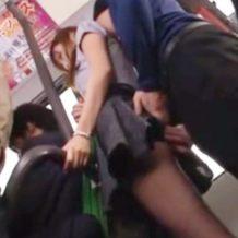 【痴漢レイプ動画】OLが満員バスで変態男に抱きつかれ体を隅々まで触られ強姦されてしまう