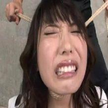 【拘束レイプ動画】偉そうな美人上司を地下室で拘束し鬼畜すぎる凌辱行為で抵抗心を崩壊させる