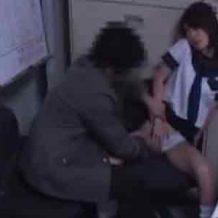 【ロリレイプ動画】違反乗車した態度の悪いJK少女を事務所で脅迫しエッチな事して隠し撮りする駅員がやばいw