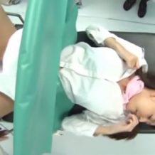 【病院レイプ動画】産婦人科に来たCA美女を変態医師がM字でおまんこ丸見え状態のお姉さんにイタズラ