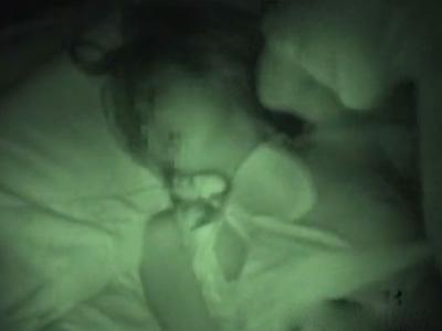 【本物レイプ動画】寝ている深夜に襲いかかりナイフで脅迫し力づくで強姦するハメ撮り映像