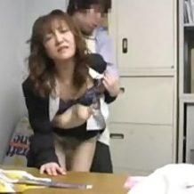 【盗撮レイプ動画】万引きした娘を迎えに来た母親もろとも強姦した店長の隠し撮り映像流出
