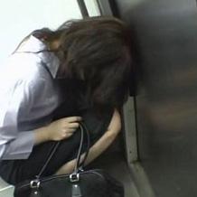 【レイプ体験談】泥酔した女性を目の前に理性崩壊...路上で隠れてのセックスはヤバ過ぎた
