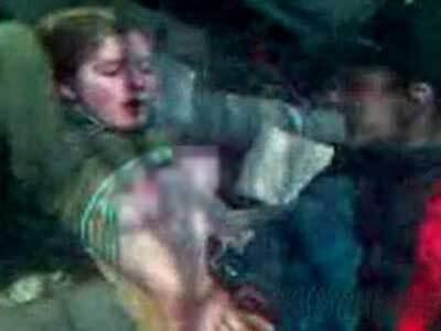 酔っぱらっている女の子を撮影しながらレイプする男たち!嘔吐してたって関係ないw