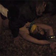 【レイプ動画】帰宅途中の巨乳OLを強姦し茂みで無理矢理ガチハメする鬼畜集団
