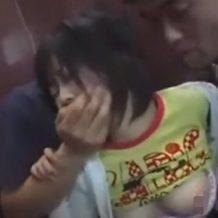 ロリ顔巨乳少女にイラマチオ!おっさんからパチンコ店でレイプされる強制3P!