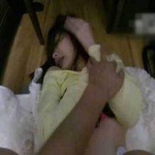 【無修正】日本人の女子大生が抵抗むなしく中出しされてしまうガチレイプ動画・・・