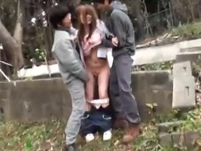 【青姦】スレンダーで巨乳の女子大生がランニング中に拉致され野外レイプされてしまう