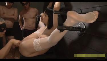 【SM動画】清楚な女子大生の四肢拘束し鬼畜輪姦 臭いチンポ十数本で連続中出し…