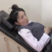 子宮検診で来たJCの生ま○こ見てたら挿れたくなっちゃった強姦ドクター!クリを弄くって濡れてきたところで中出し強姦!