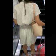 【痴漢動画】電車内でスカート女子を狙い逆さ撮りしマンコを触っていく個人撮影されたガチ映像・・・