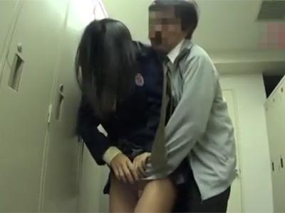 【jk レイプ】学校の更衣室で変態顧問に強姦され中出しされる少女…